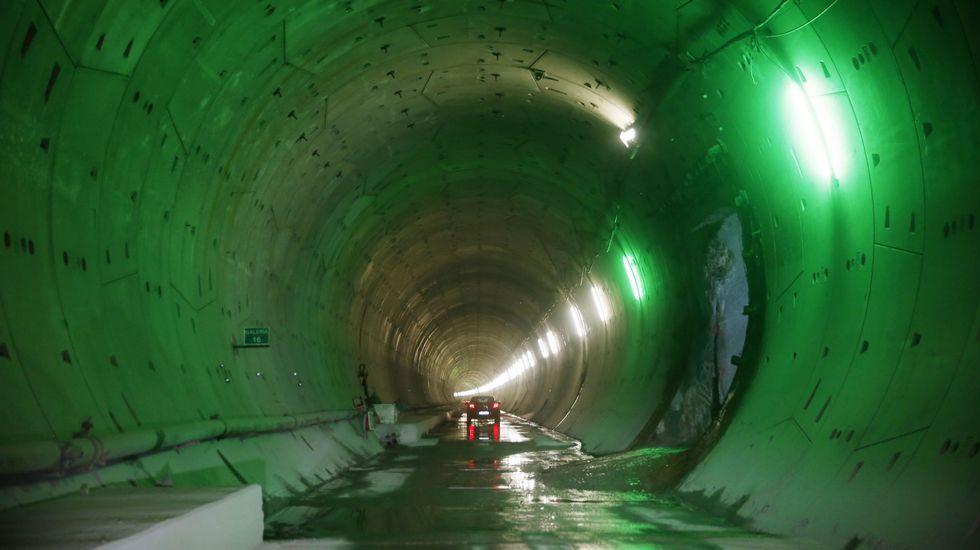 Viaje al interior de los primeros túneles terminados del AVE Lubián-Ourense
