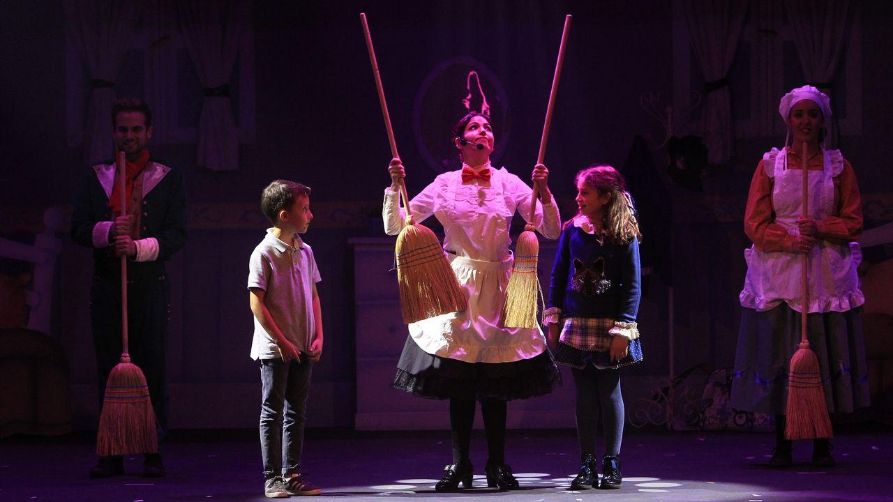 Fotografía del espectáculo La Niñera Mágica publicada en La Voz de Galicia.