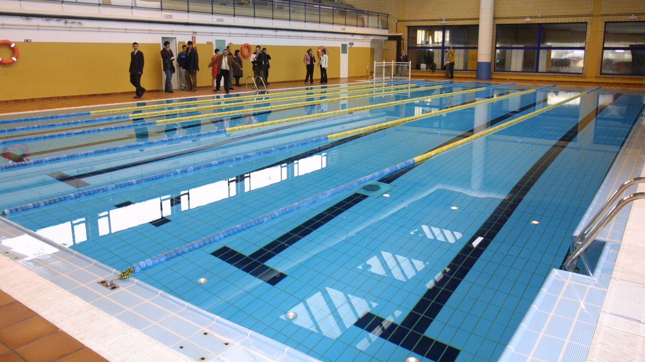 La piscina municipal de ribadeo ofrece la matr cula gratis for Piscina carballo