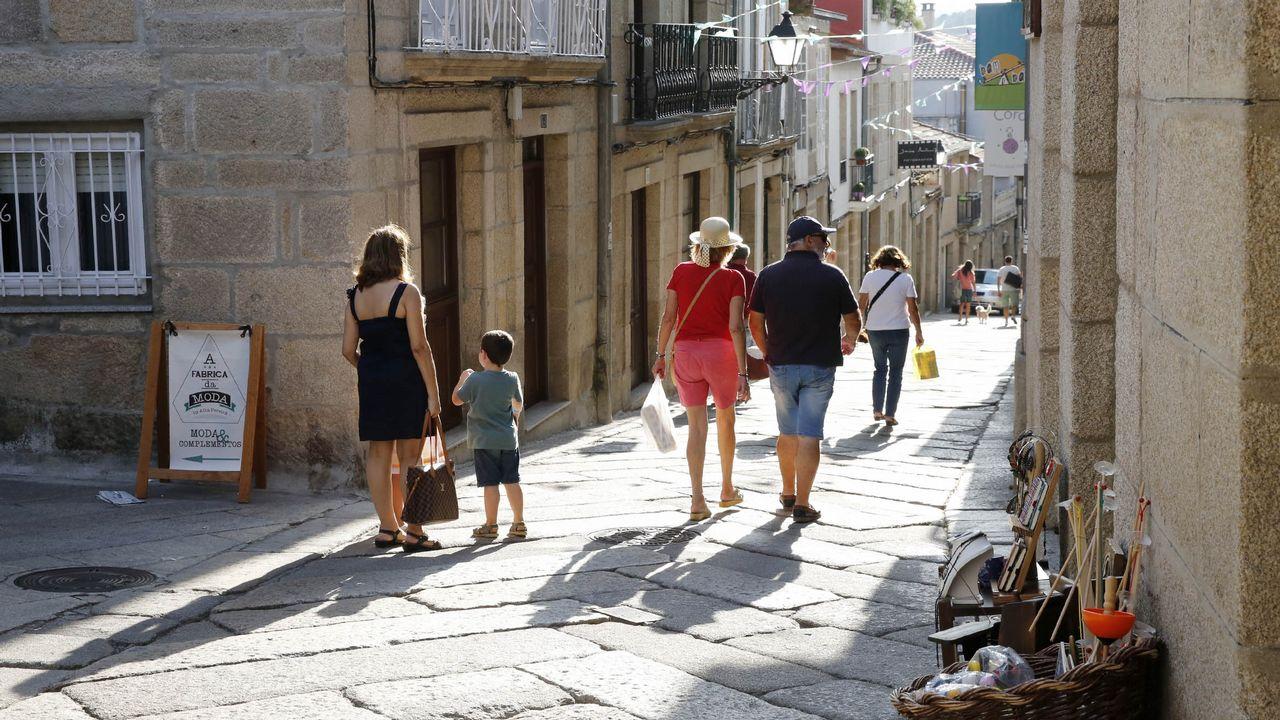 La oficina de turismo de allariz atendi a personas for Oficina turismo lugo