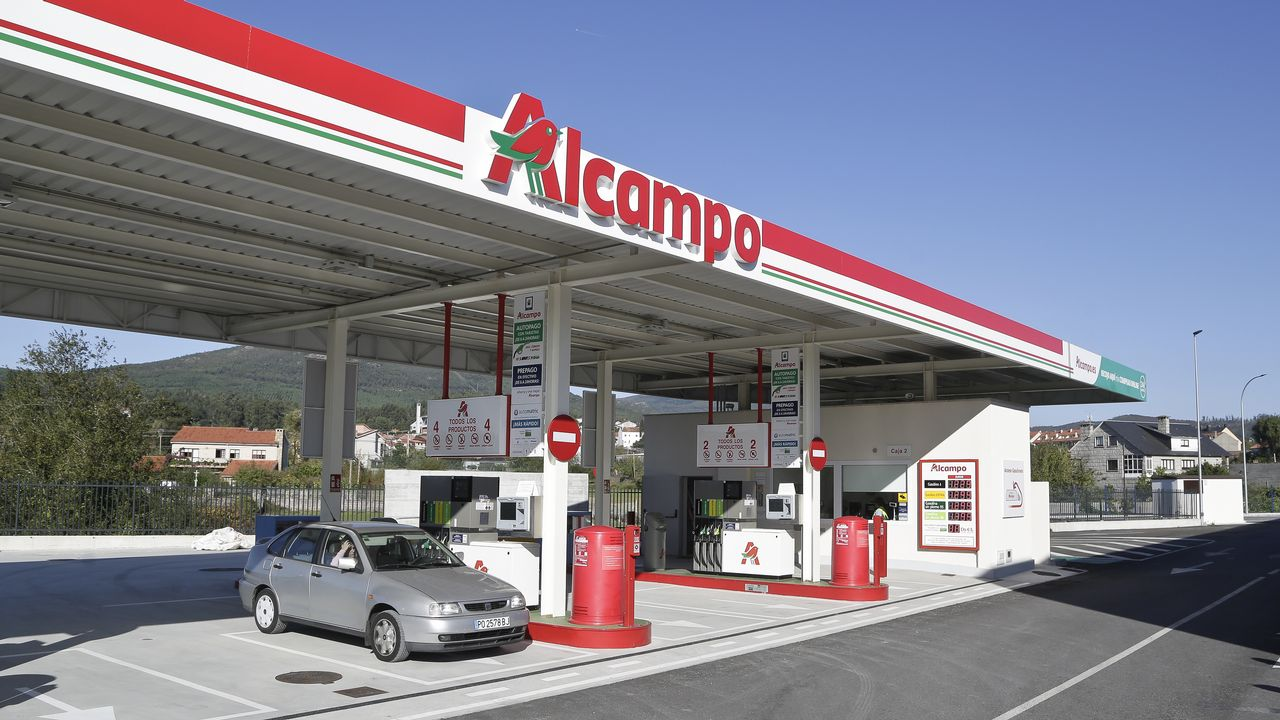 Alcampo Calendario.Alcampo Abre Su Gasolinera En Vilagarcia Tras Casi Un Ano De