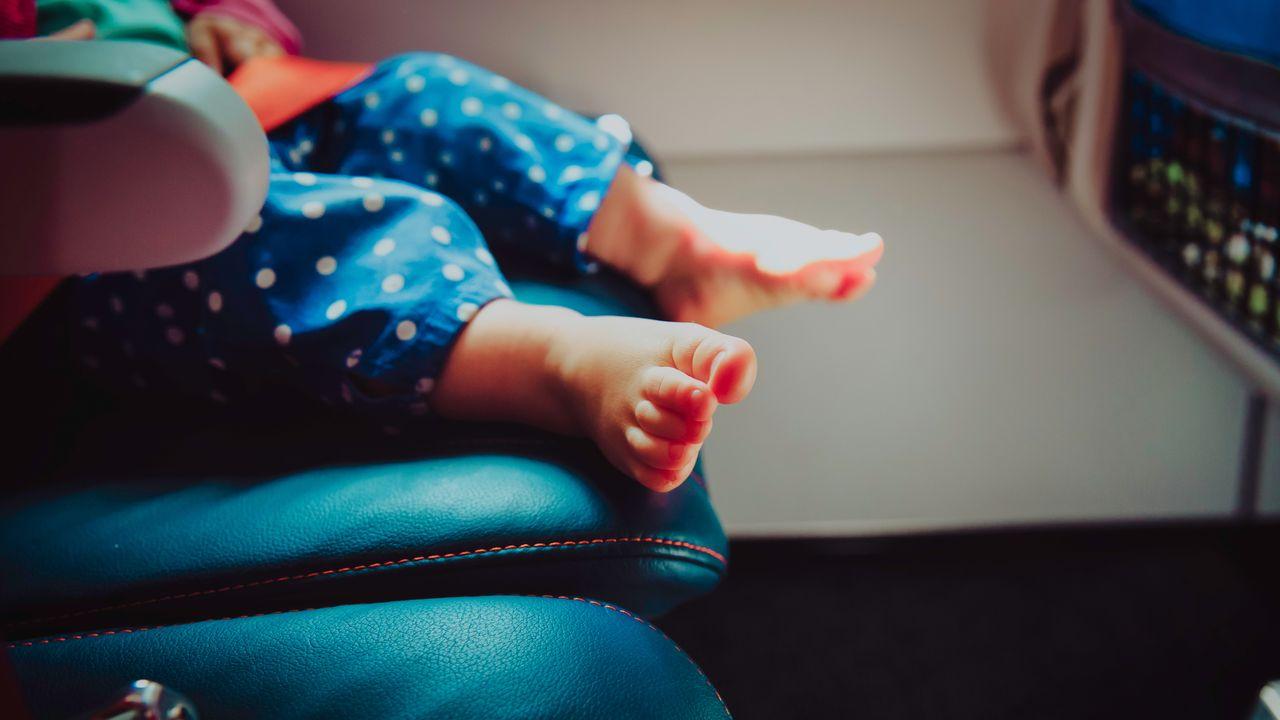 No, los bebés no viajan gratis en avión