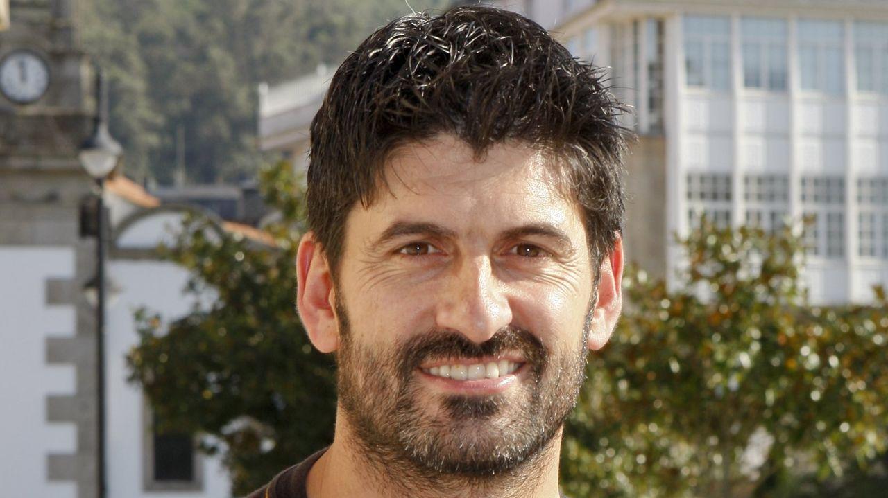 El actor Toño Casais continúa grave en la uci tras caerse mientras montaba un escenario en Muxía