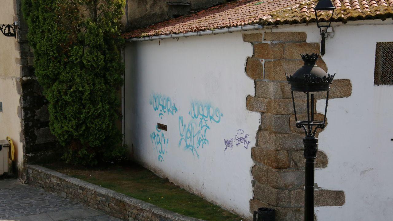 Las monjas agustinas de Betanzos: «Nos tiran los condones usados en la puerta del convento»