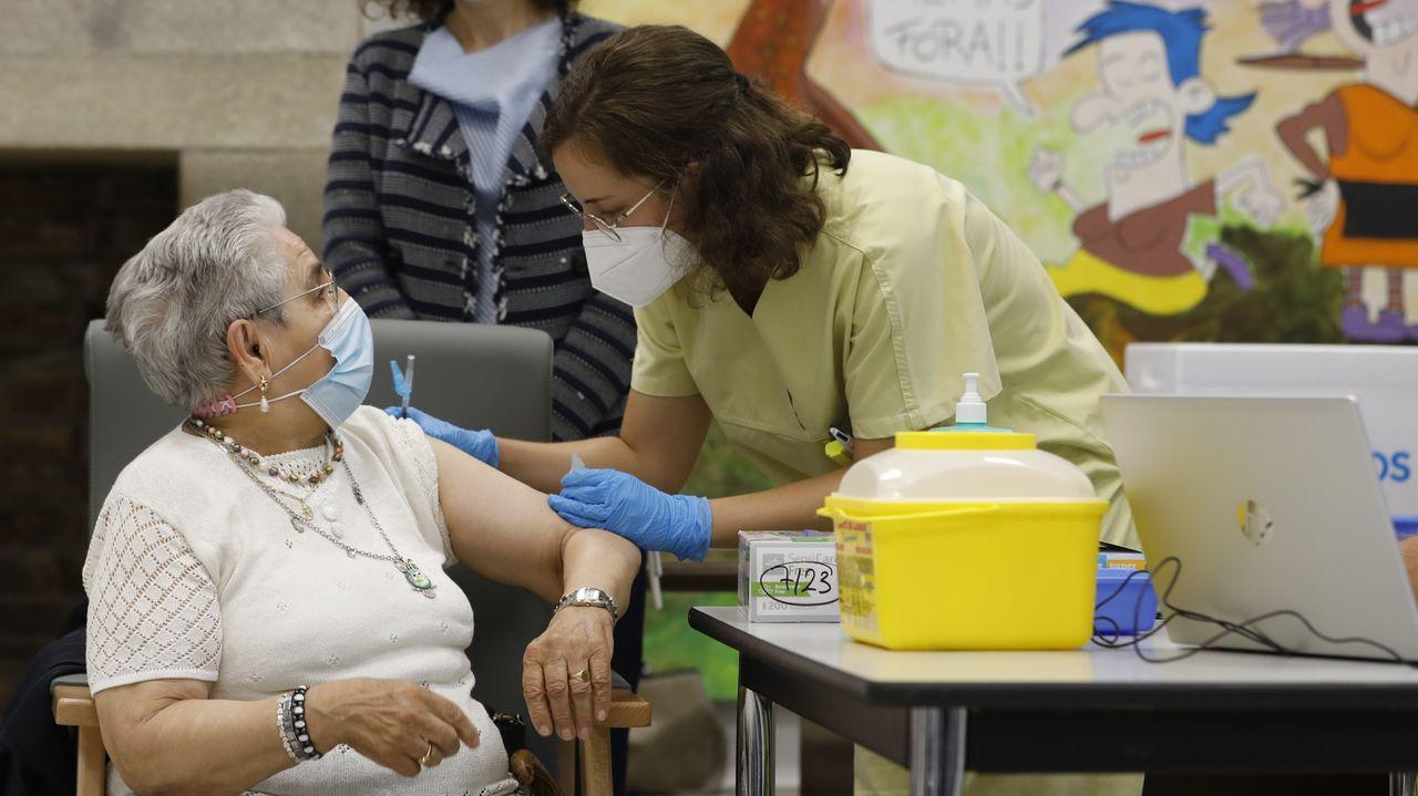 Sanidade vacunará a unas 45.000 personas con la tercera dosis
