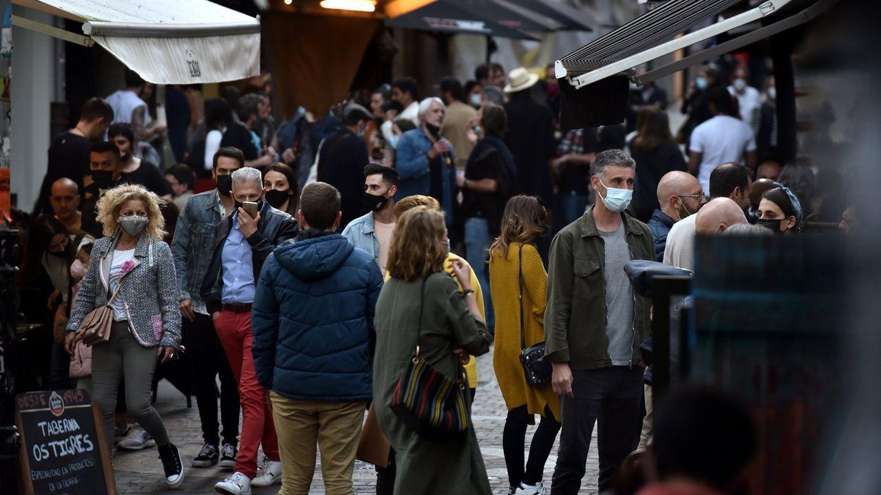 Galicia pasa de 30 contagios por hora a solo dos en un mes