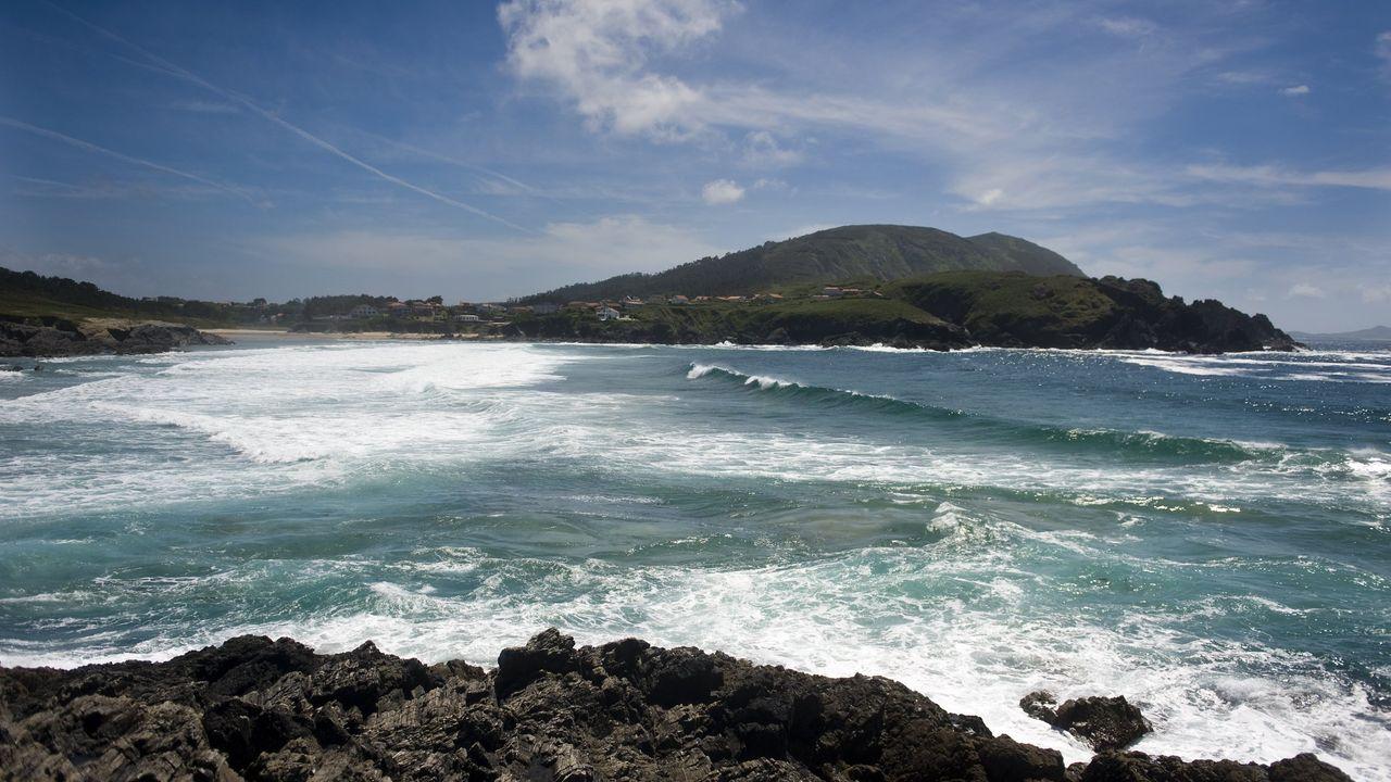 La Xunta elimina un vertido de aguas residuales en la playa do Río, en Meirás, Valdoviño