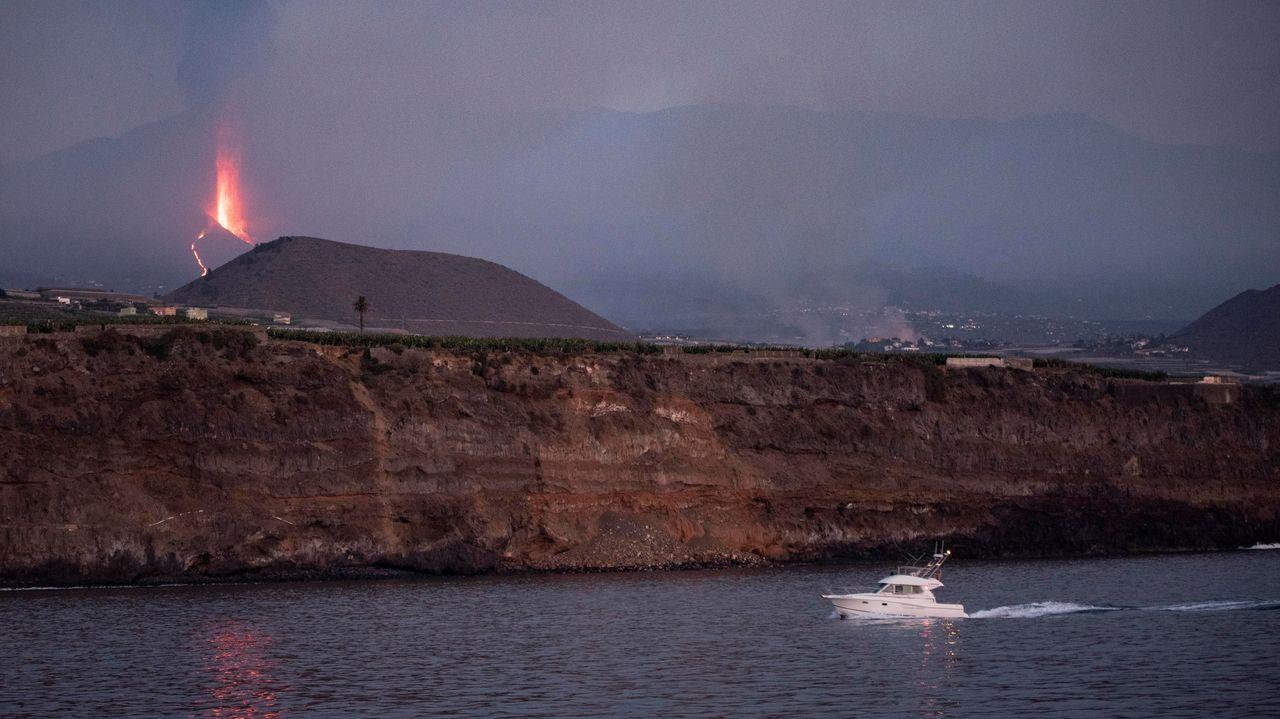 El volcán de La Palma, en directo: Confinadas varios barriosde Tazacorte ante la inminente llegada de la lava al mar