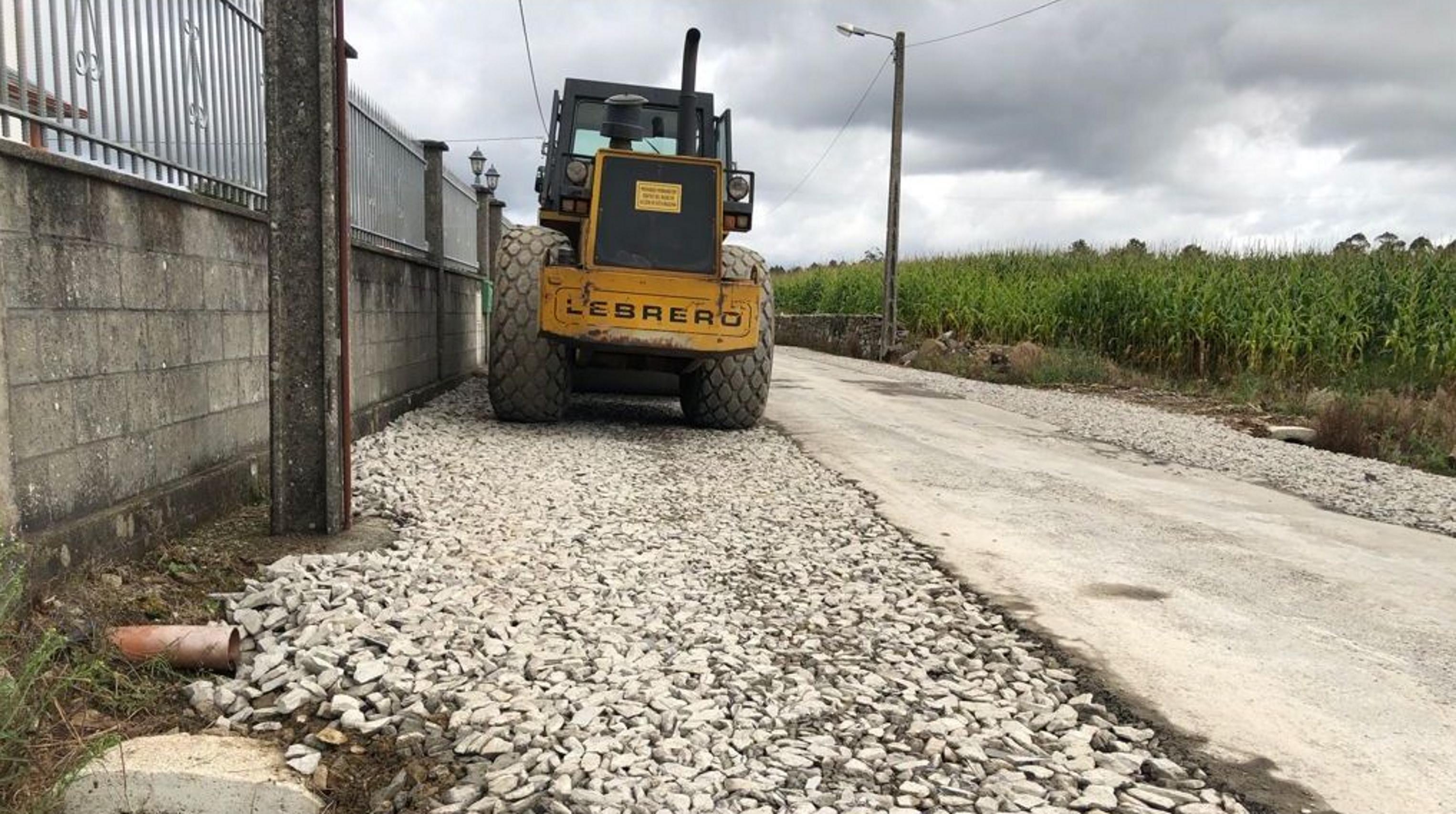 Zas anchea varias vías municipales y la Xunta cierra de nuevo el puente de Baio