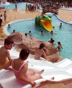 El concello de cerceda pretende cubrir y climatizar las piscinas del parque acu tico - Piscina cubierta linares ...