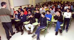 El alcalde de Carballo recibió a un grupo de escolares y asistió a la presentación del campeonato de