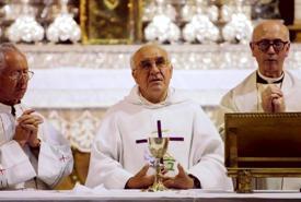 El dominico Félix Martínez, en el centro de la imagen, también se encargó de oficiar la novena de la Virxe dos Ollos Grandes
