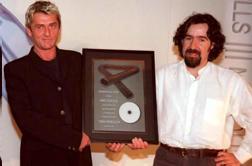 Mike Oldfield junto a Bieito Romero durante la presentación del disco «Tubular Bells III»