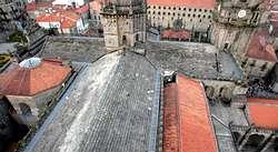 Los tejados de la catedral de santiago se abrir n el jueves for Tejados galicia