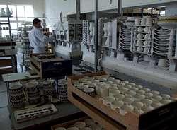 Hemeroteca carmen polo y su hija visitan cer micas castro for Ceramicas castro