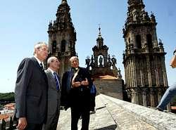 Una visita por los tejados de la catedral de santiago for Tejados galicia