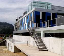 Los usuarios de la piscina de mar n se quejan de que el for Piscina municipal lugo