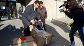 Misioneros de Teis recogen ropa donada por los juzgados