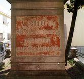 Un monolito en San Amaro recuerda a las víctimas.