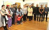 Foto de familia de artistas y artistas en la inauguración de ayer.