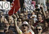Los recortes a los funcionarios provocaron sonoras protestas en todo el país.