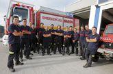 Imagen de la plantilla al completo de los bomberos de Narón en su sede de Río do Pozo.