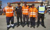 Voluntarios de Protección Civil y agentes de Policía en Caión, en el Día da Bicicleta del 2014.