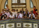 El público del último pleno, lleno de miembros de asociaciones y personas vinculadas a partidos.