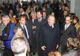 El rey Juan Carlos, visitando la lonja de Laxe