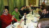 Juan de Dios Román compartía un cocido hace diez años con directivos y técnicos del BM Lalín.