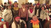 El presidente de la Xunta no dudó rn disfrazarse anoche para disfrutar del entroido de Verín