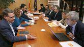 Los miembros del equipo negociador del PSOE junto a los de Ciudadanos