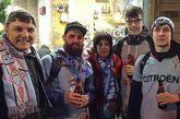 Miembros de la peña Viveiro Celeste en los aledaños de Balaídos.