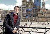 Nico Casal ofreció el tradicional posado con vistas al Obradoiro durante su visita a Raxoi.