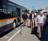 La línea existente de bus es un servicio extraordinario, no regular.