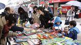En Ourense las casetas de las librerías se dan cita en el Paseo