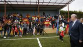 La presencia de Del Bosque fue un acontecimiento en Maceda, donde inauguró el reformado campo de fútbol y se le dedicó una calle.