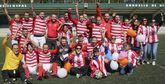 Los jugadores y aficionados del Atlético Milagrosa celebraron su primer título en la Primera División de veteranos.