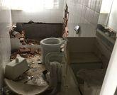 Objeto de pillaje. Las casas de la calle de La Colina están abandonadas en su mayoría, y los ladrones y los vándalos han deteriorado todavía más los inmuebles después de sus pillajes.