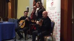 María do Ceo presenta en Santiago su último disco acompañada de su marido e hijo