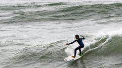 Surf en las playas de la ría en invierno