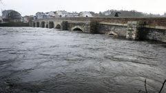 El río Miño desbordado a su paso por Lugo