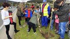 Escolares de Viveiro celebran el Día da Árbore