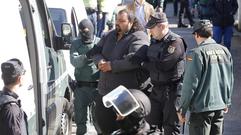 La Guardia Civil registra la casa de Marino Giménez, hermano de Sinaí, detenido junto a su novia en Tomiño