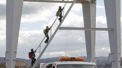 Simulacro de rescate en una grúa de Navantia Ferrol