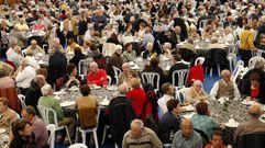 Búscate en la comida de confraternización de los mayores de Porto do Son