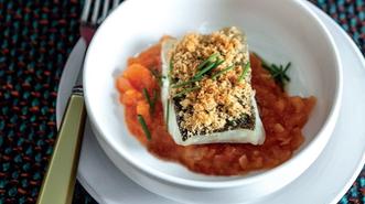 Bacalao asado, tomate concassé y caldo de cocido madrileño
