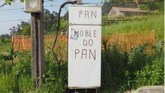 De aquí solo puede salir pan fresco... Esta nevera-panera se localiza en la aldea de Reibó, en Rois