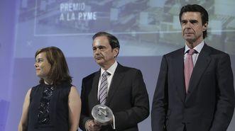 El secretario general del Consejo de Administración de Inditex, Antonio Abril, recogió el premio