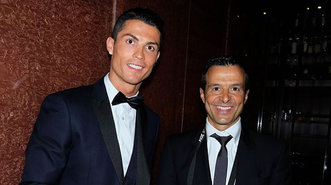 Cristiano junto a su agente Jorge Mendes en la presentación del libro del representante «La clave Mendes»